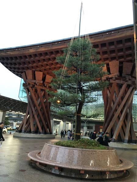 金沢駅巨大門