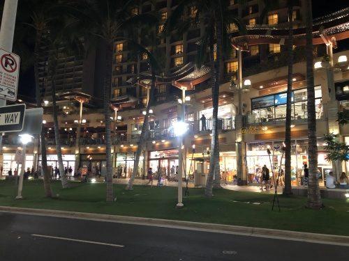 ハワイワイキキ夜風景