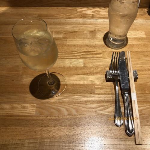 洋食おがた テーブルセッティング