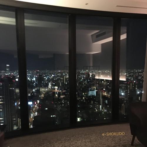 コンラッド大阪コーナールームからの夜景